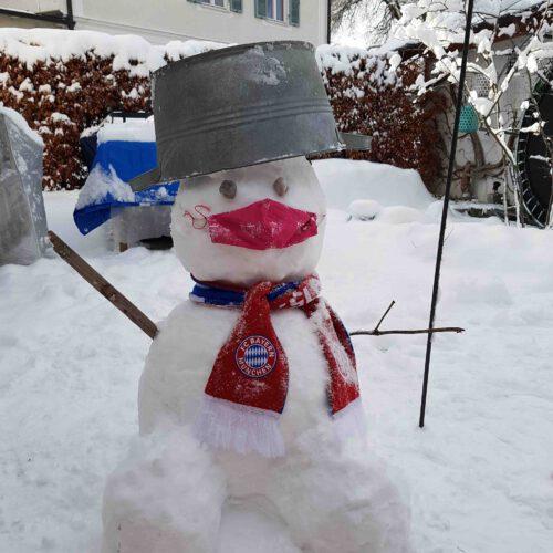 Schneemann mit Maske
